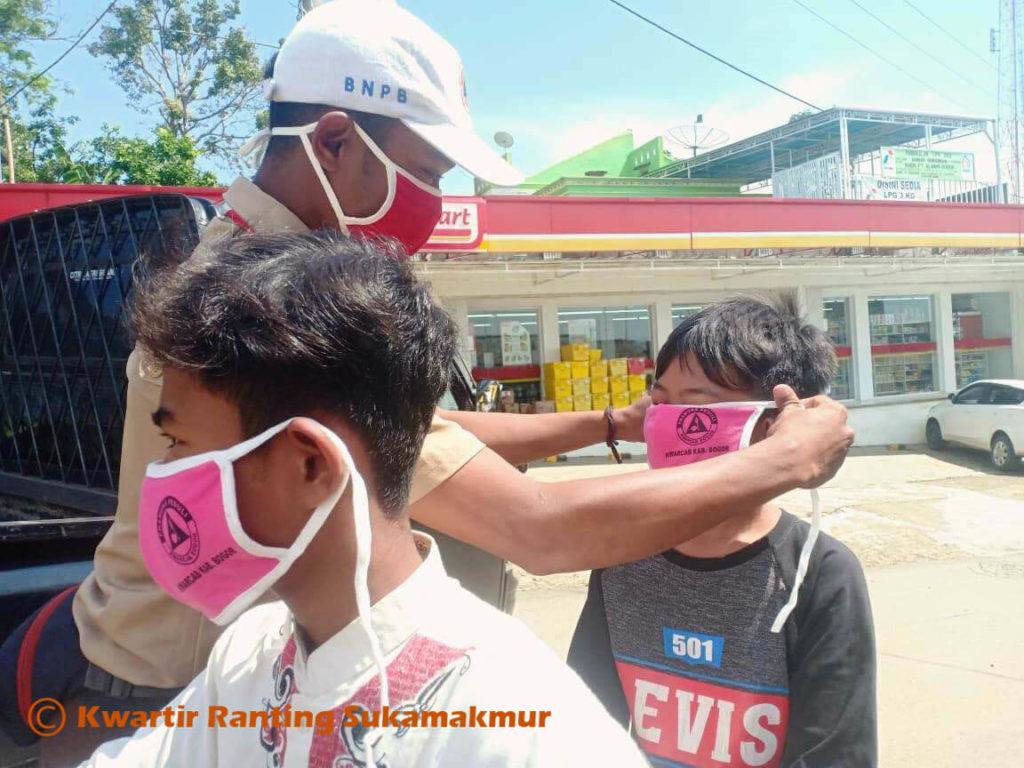 Kwarran Pramuka Sukamakmur dan PGRI Sukamakmur Peduli Covid19 7