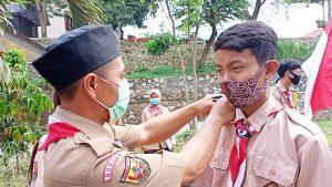 Penyematan TKU ( tanda kecakapan umum ) Bantara, yang di sematkan oleh Pembina Pramuka ( Ajat Sudrajat )